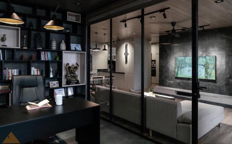Nữ giám đốc tự tay thiết kế căn hộ sang chảnh tông màu đen trắng