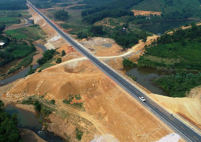 PM gives green light to build two key expy projects